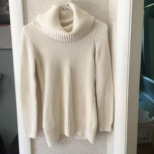 Cream h&m cable knit sweater